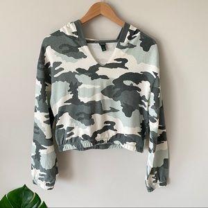 WILD FABLE Camo Pullover Crop Hoodie Green Medium